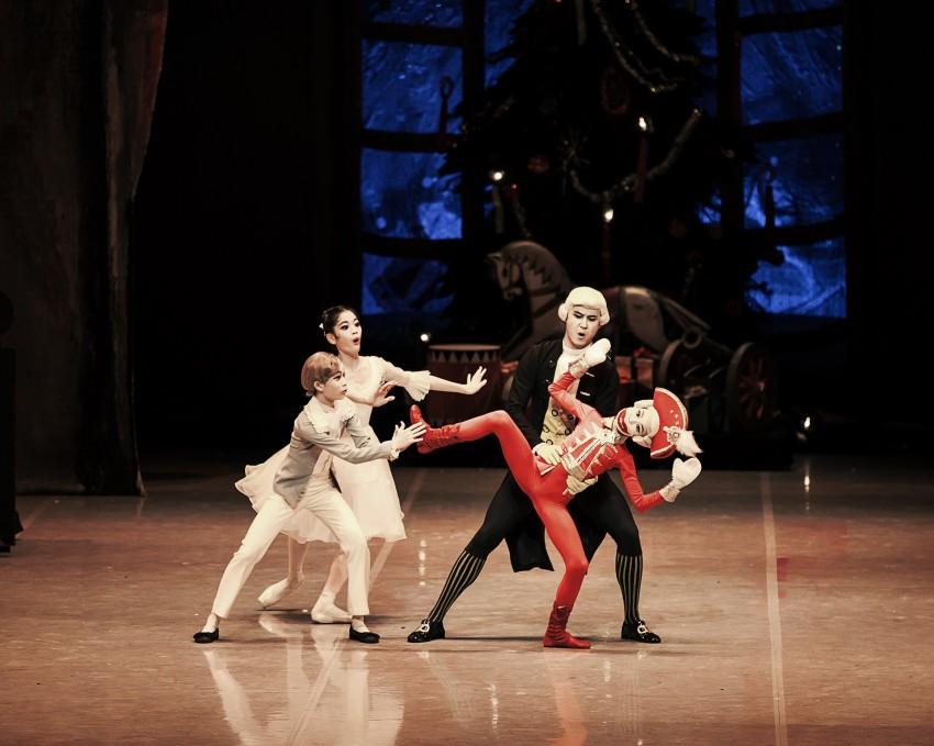 2. 1막 1장 파티 ⓒKorean National Ballet.jpg